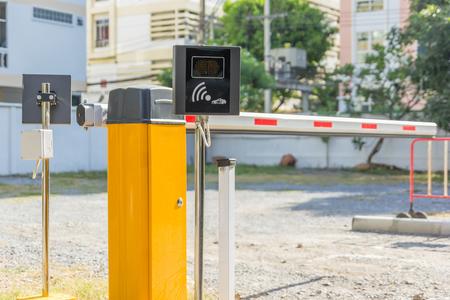Barrier Gate 주차 공간 보안을위한 자동 시스템. 출입 보안 시스템 스톡 콘텐츠