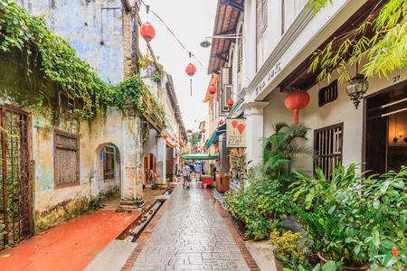 IPOH, PERAK, MALESIA - 14 APRILE 2017: Concubine Lane è una dell'attrazione famosa alla vecchia città di Ipoh, di Perak, dovuto le sue costruzioni d'annata uniche e venditori ambulanti. Archivio Fotografico - 77285803