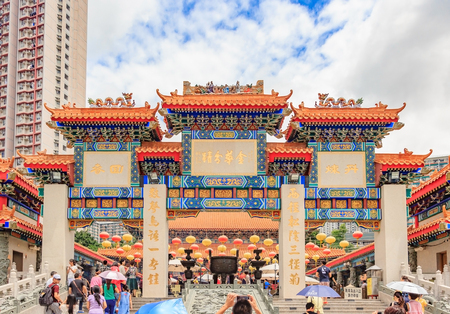HONG KONG, CHINA - JULY 21, 2013: The Sik Sik Yuen Wong Tai Sin Temple is a popular Taoist temple dedicated to Chinese religions including Buddhism and Confucianism. Reklamní fotografie - 83378917