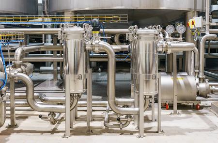 음료 생산 공장. 신선한 음료 생산 및 혼합 라인. 스톡 콘텐츠