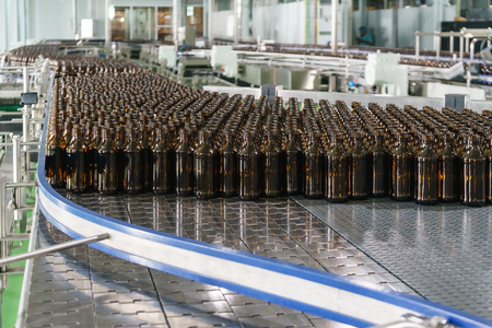 Production of glass bottles without labels on the conveyor belt at the beverage factory plant Archivio Fotografico - 95582517
