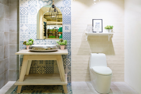 Modern spacious bathroom with bright tiles with toilet and sink. Side view 版權商用圖片 - 96141742