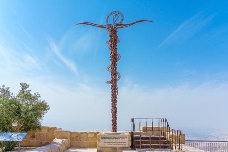 The serpentine cross sculpture (the Brazen Serpent created by Italian artist Giovanni Fantoni) on top of Mount Nebo, Jordan. Redakční