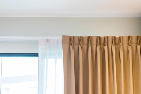 Hermosas cortinas con riel superior, decoración de interiores de cortina en sala de estar
