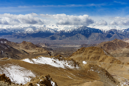 Scenic view between path on Khardung La, mountain pass in the Ladakh region of Jammu and Kashmir. The pass on the Ladakh Range lies north of Leh and is the gateway to the Shyok and Nubra valleys Stock Photo