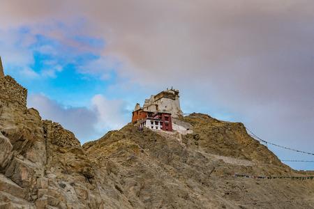 Namgyal Tsemo gompa (monastero buddista tibetano) e rovine del forte di Namgyal Tsemo. Leh, Ladakh, India
