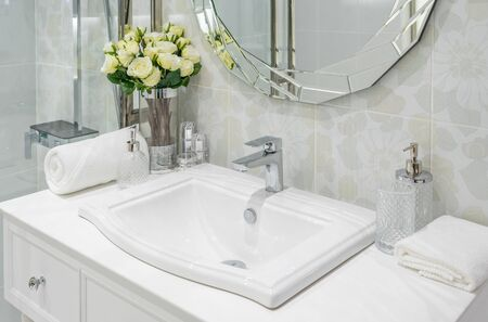 beautiful luxury faucet and sink decoration in bathroom interior 스톡 콘텐츠
