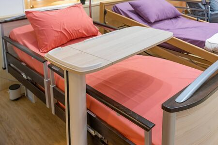 Electrical adjustable patient bed in hospital room. Technology of medical and hospital services Archivio Fotografico - 131970824