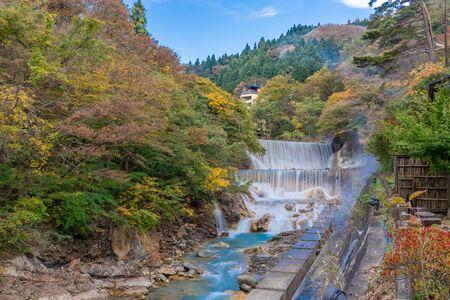 Waterfall at Tsuchiyu Onsen in beautiful autumn (fallen leaves) at tohoku, Fukushima, Japan Archivio Fotografico - 133871325