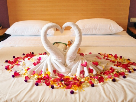 matchmaker: Swan towel for wedding ceremony
