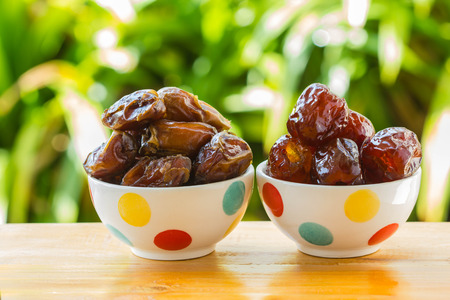 date fruit: date fruit and red jujube in bowl