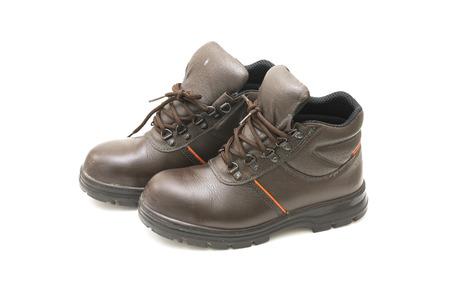 calzado de seguridad: Seguridad zapatos viejos en el fondo blanco.