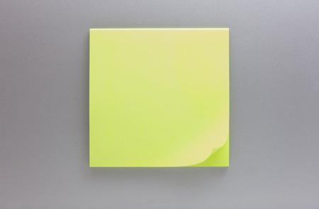 aluminium texture: Sticky note on aluminium texture background.