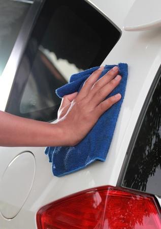 cleaning car: Mano de limpieza de coches se
