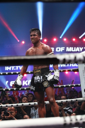 BANGKOK, THAILAND- OCTOBER 23 : Buakaw Por.Pramuk (THAI) winner, Buakaw Por.Pramuk (THAI) in THAI FIGHT 2012. on October 23, 2012 at Chanchai Acadium, Bangkok, Thailand