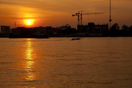 phraya: Chao Phraya River at sunset, Bangkok, Thailand