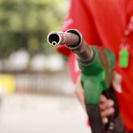 bomba de gasolina: Gas Station trabajador y el servicio Foto de archivo