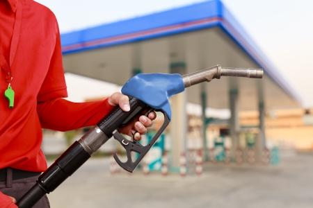 gas station: Servicio trabajador estaci?n en estaci?n de servicio