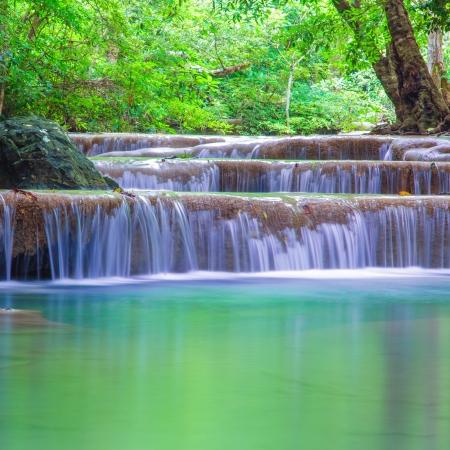 the cascade: Erawan Cascada, de Kanchanaburi, Tailandia Foto de archivo