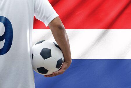 drapeau hollande: Joueur de football avec la Hollande drapeau