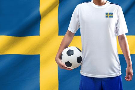 schweden flagge: Fu�ballspieler mit Schweden-Flagge