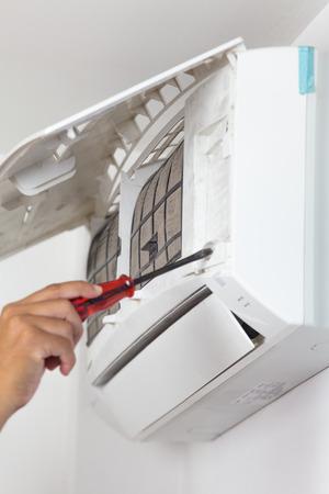 Réparation climatiseur Banque d'images - 30556075