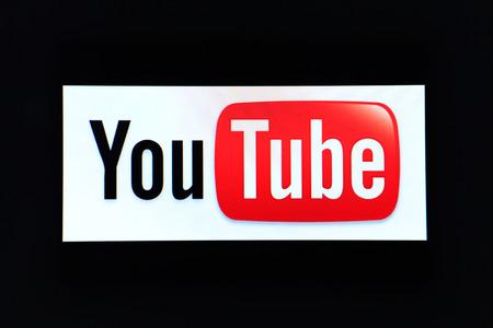 """BANGKOK, Tailandia - 25 de diciembre 2014: el logotipo de la marca sitio web """"Youtube"""" en la pantalla del ordenador el 25 de diciembre de 2014 en Bangkok, Tailandia. YouTube es un sitio web de intercambio de videos de Google Foto de archivo - 35205940"""