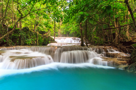 Deep Forest Waterfall in tropical Thailand 免版税图像