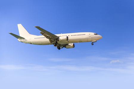 D'avion dans le ciel Banque d'images - 48906832