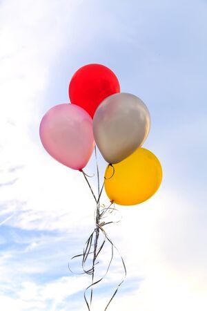航空ショー: Colorful balloons on a blue sky background