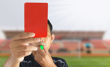 The referee showed a red card in the field Foto de archivo