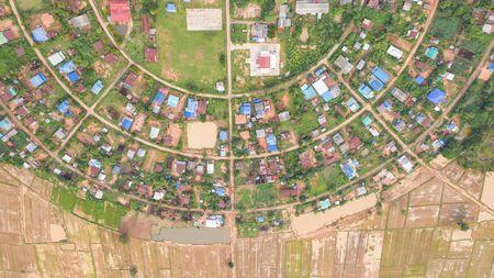 Vista aérea superior de las aldeas en un círculo tomadas con drones. Foto de archivo