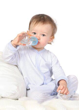 baby biberon: bambino � l'acqua potabile da bottiglia