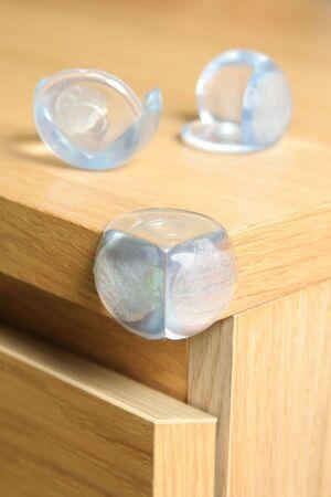 acute angle: seguridad del beb� en los muebles �ngulo agudo