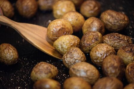 Preparation of baked potatoes in the oven