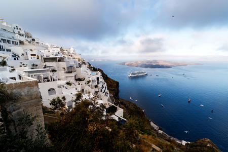 Picturesque view of the city of Santorini. White buildings, sea, mountains. Imagens