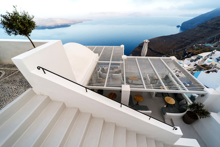 A typical stairway situated in the village of on the greek island of Santorini. 스톡 콘텐츠 - 124964714