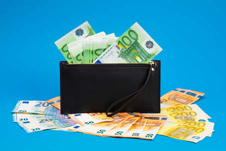 20, 50, 100, 200 Euro banknotes in a black leather wallet close-up. The concept of cash, cash savings, prosperity Imagens