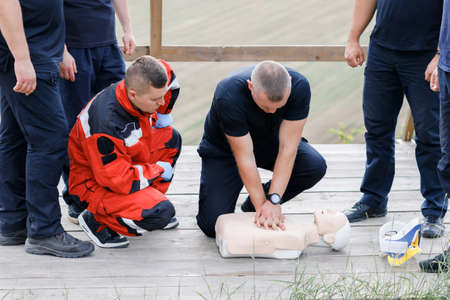 The man shows the provision of first aid in the educational process