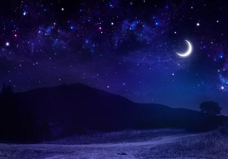 산속에있는 조용한 여름 밤