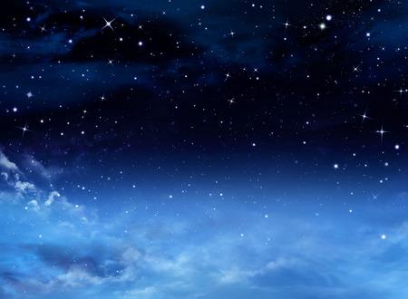 dia y noche: Cielo nocturno con las estrellas Foto de archivo