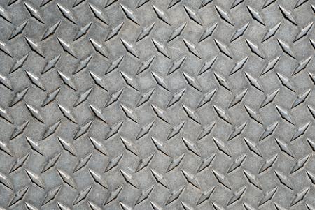 Diamond Tread Plate. Immagine del battistrada a diamante in metallo sporco e pesantemente consumato.