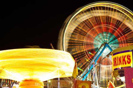 カーニバルの乗り物 - カーニバルの乗り物といたブレ夜観覧の画像。 写真素材