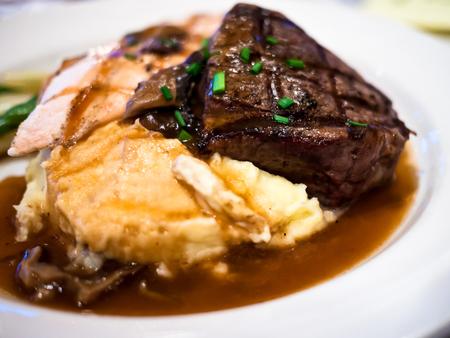 Steak, potatoes, and gravy on a white plate Reklamní fotografie