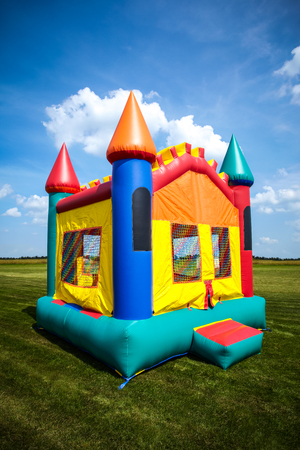 Children's bouncy house castle in a large open yard. Image Copyright © 2009 Paul Velgos with All Rights Reserved. Foto de archivo