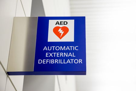 AED Automated External Defibrillator Sign at an airport. Stok Fotoğraf - 77879009
