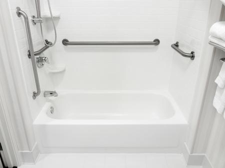 グラブバーと障害者バリアフリー浴室湯船 写真素材