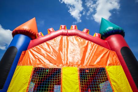 Kinder aufblasbare Bounce Haus Schloss Upper Hälfte. Bild Copyright © 2009 Paul Velgos mit allen Rechten vorbehalten. Standard-Bild - 77879077