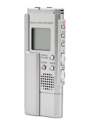 白い背景に分離されたモダンな銀デジタルボイス レコーダーの画像