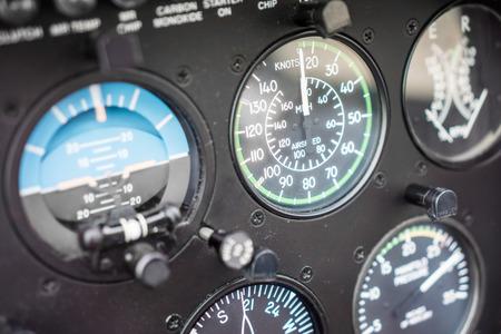 インストルメント パネルのヘリコプターの対気速度インジケーター ゲージ